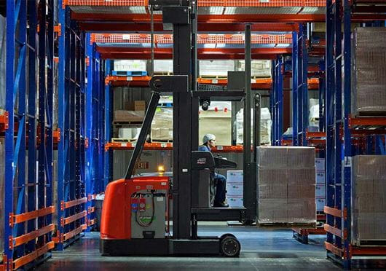 Raymond 9000 Series Swing Reach Trucks Efficient Energy Usage
